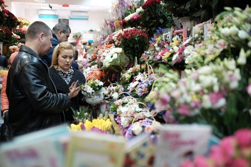 На квіткових ринках у Тернополі сьогодні ажіотаж (фото), фото-1