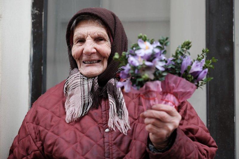 На квіткових ринках у Тернополі сьогодні ажіотаж (фото), фото-2