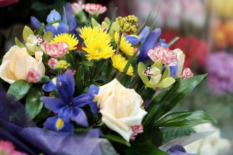 На квіткових ринках у Тернополі сьогодні ажіотаж (фото), фото-6