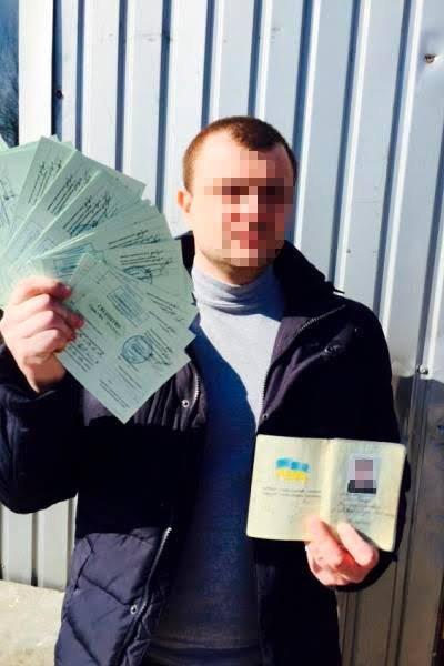 В Луганском регионе задержана огромная партия фейковых водительских удостоверений (ФОТО) (фото) - фото 1