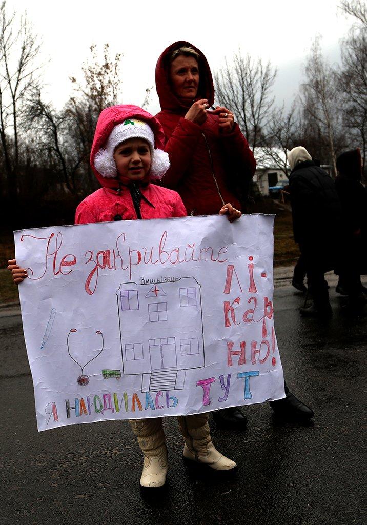 Михайло Головко особисто підтримав протестувальників у Вишнівці, які тимчасово призупинили рух на трасі (фото) - фото 1