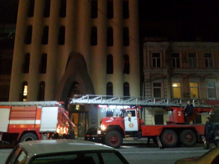 В центре Днепропетровска горит отель «Каспий» (ФОТО) (фото) - фото 3