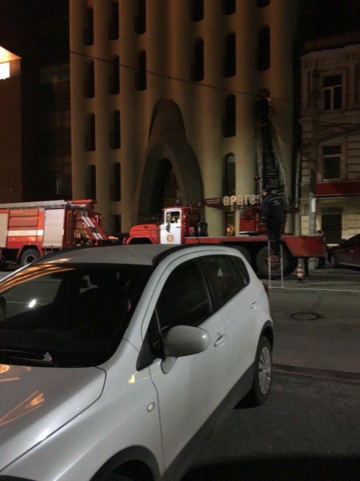 В центре Днепропетровска горит отель «Каспий» (ФОТО) (фото) - фото 1