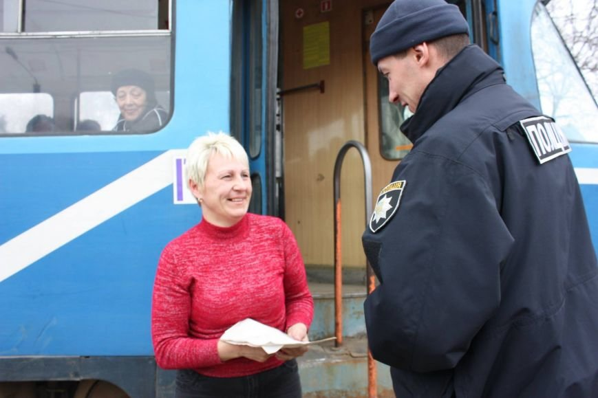 748ed196128df81386f66b2f35541f1b Одесские полицейские удивляли женщин открытками