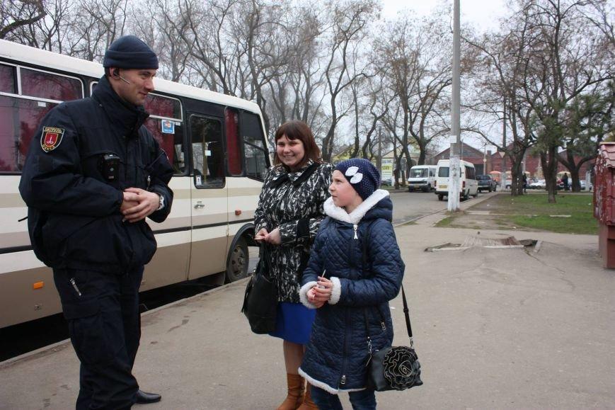 ae4952d77606f15bc1828c05a427d608 Одесские полицейские удивляли женщин открытками
