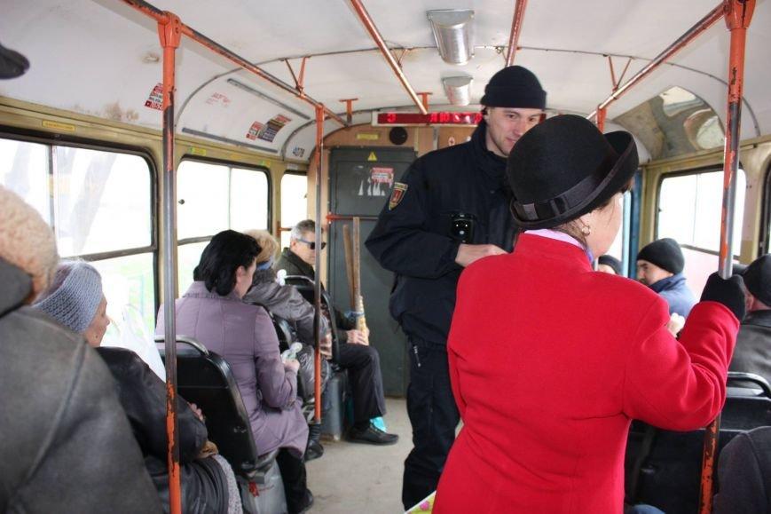 deb9f1ebf07f043a5d169377688955c5 Одесские полицейские удивляли женщин открытками