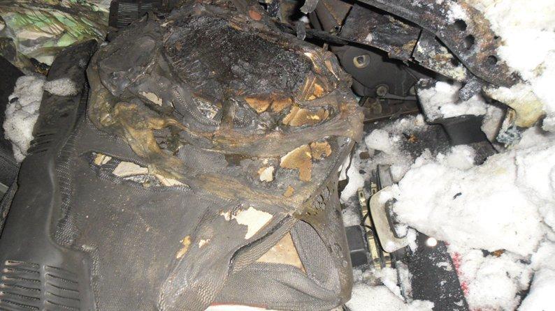 В Полевском сгорел очередной автомобиль (фотофакт) (фото) - фото 1