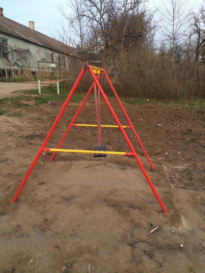 Опасно! Детская площадка под Анапой может стать причиной трагедии (фото) - фото 2
