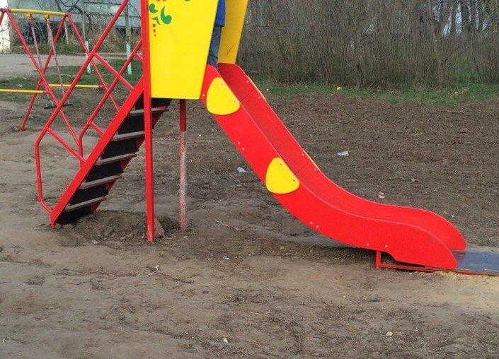 Опасно! Детская площадка под Анапой может стать причиной трагедии (фото) - фото 3