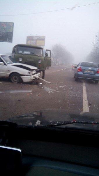 На перетині вулиць Повітряна-Левандівська не розминулись два автомобіля (ФОТО) (фото) - фото 2