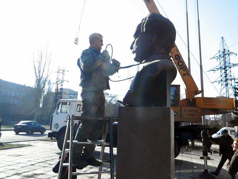 Как в Запорожье убирали Орджоникидзе (ФОТО, ВИДЕО) (фото) - фото 2
