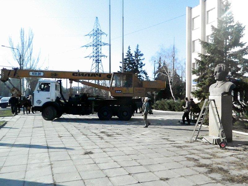 Как в Запорожье убирали Орджоникидзе (ФОТО, ВИДЕО) (фото) - фото 1