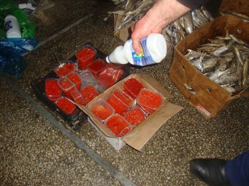 У трети продавцов на центральном рынке Ростова не оказалось документов на рыбу (фото) - фото 4