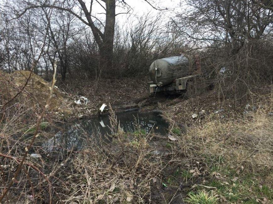 На Тернопільщині затримали осіб, які незаконно зливали стоки (фото) (фото) - фото 1