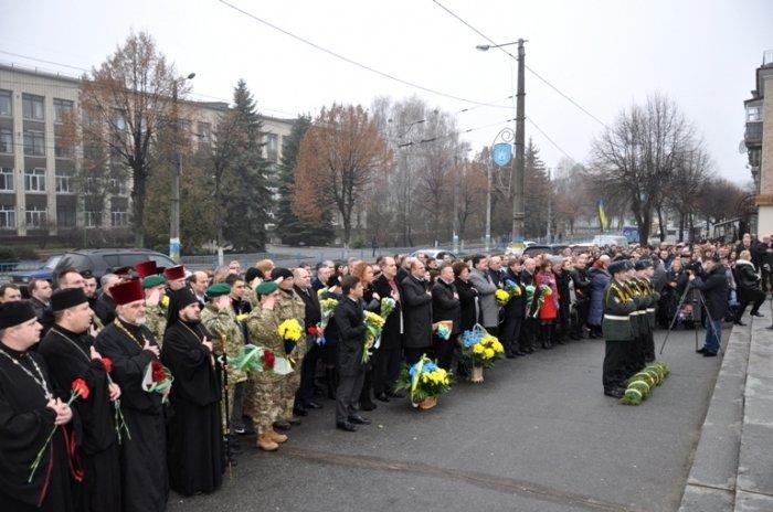 Житомиряни вшанували пам'ять Великого Кобзаря (фото) - фото 1