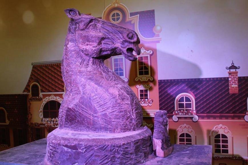 У Львові створили гігантську шоколадну скульптуру шахового коня (ФОТО), фото-3