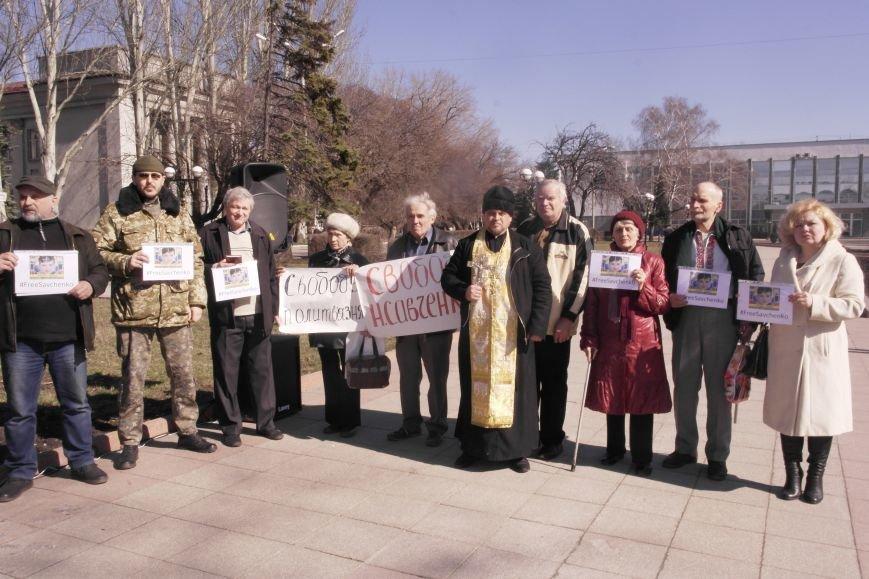 В Красноармейске общественность требует освободить всех украинских политзаключенных, скандируя   «Free Savchenko», фото-1