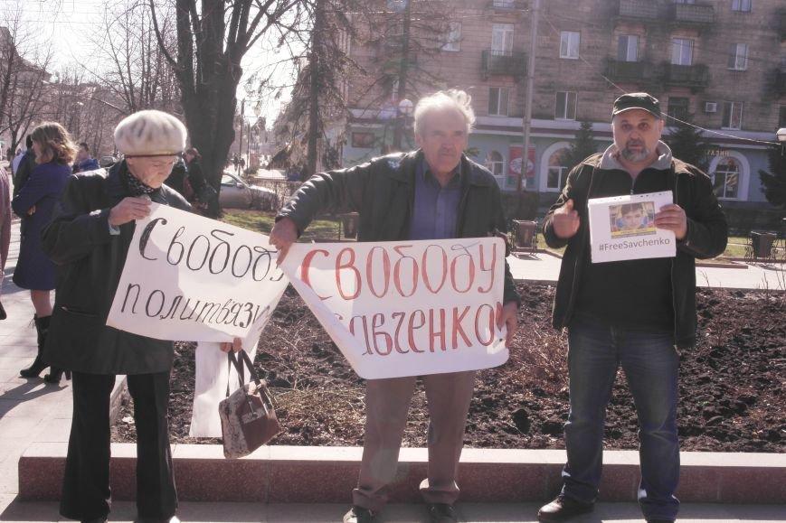 В Красноармейске общественность требует освободить всех украинских политзаключенных, скандируя   «Free Savchenko», фото-4