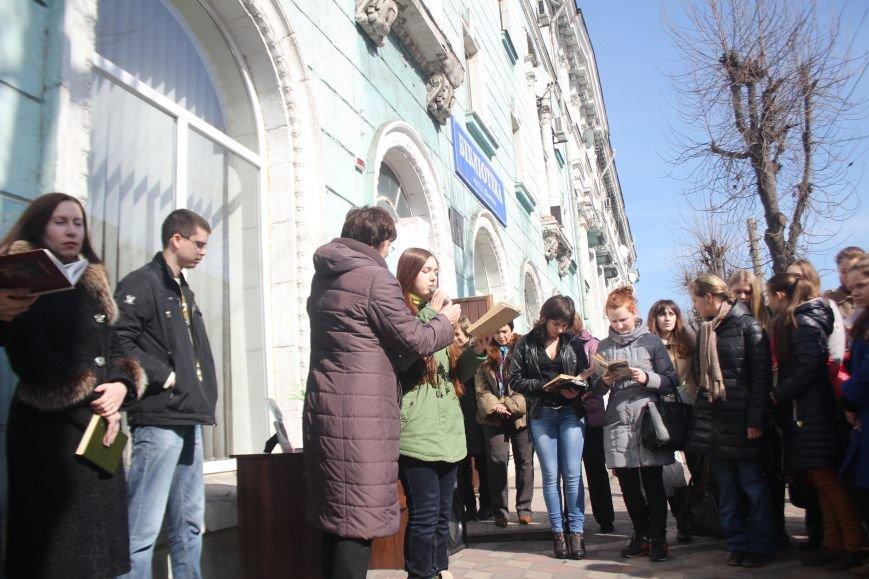 В Днепродзержинске состоялся флешмоб «Читаем Шевченко», фото-5