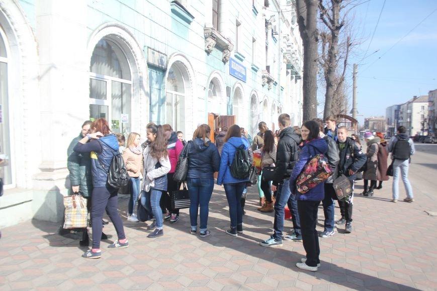 В Днепродзержинске состоялся флешмоб «Читаем Шевченко», фото-1