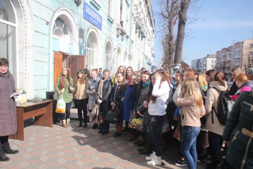 В Днепродзержинске состоялся флешмоб «Читаем Шевченко», фото-2