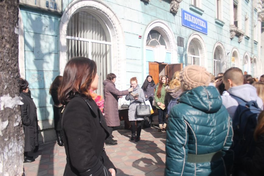 В Днепродзержинске состоялся флешмоб «Читаем Шевченко», фото-7