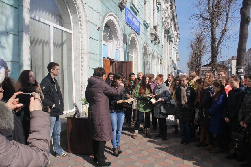 В Днепродзержинске состоялся флешмоб «Читаем Шевченко», фото-6