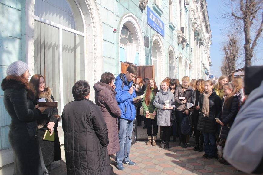 В Днепродзержинске состоялся флешмоб «Читаем Шевченко», фото-9