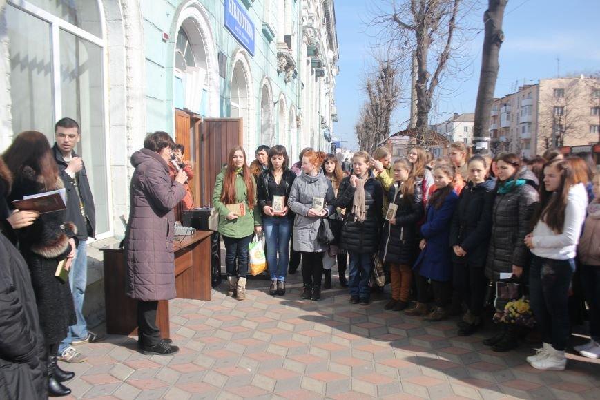 В Днепродзержинске состоялся флешмоб «Читаем Шевченко», фото-4