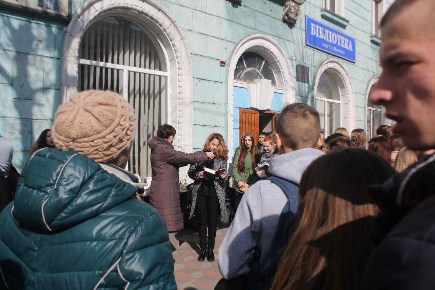 В Днепродзержинске состоялся флешмоб «Читаем Шевченко», фото-8