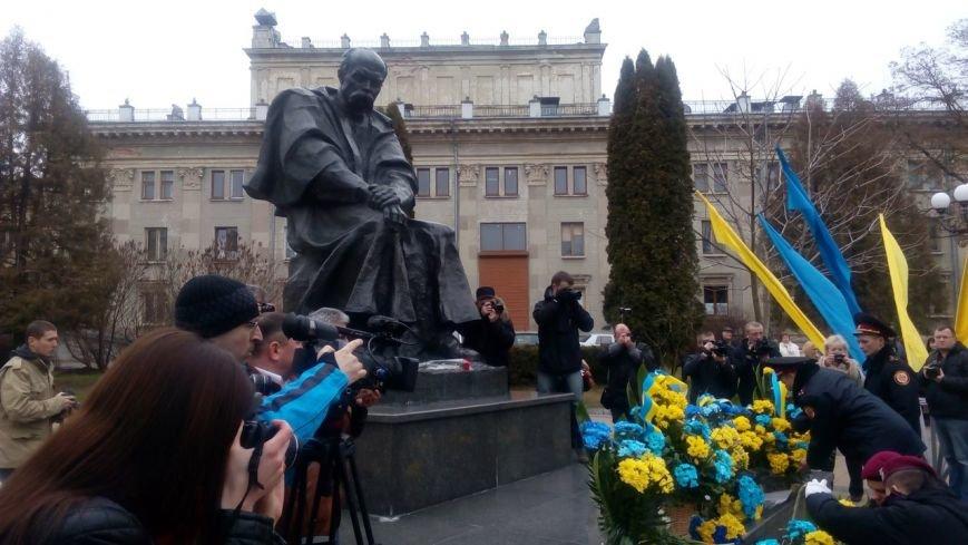 Тернополяни вшановують Шевченка і борються за Савченко (фото) - фото 1