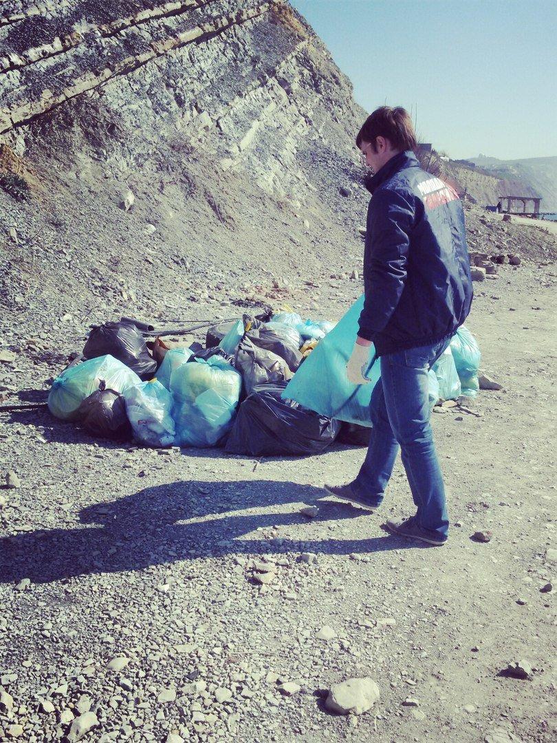 На пляже Анапы высадился экодесант (фото) - фото 3