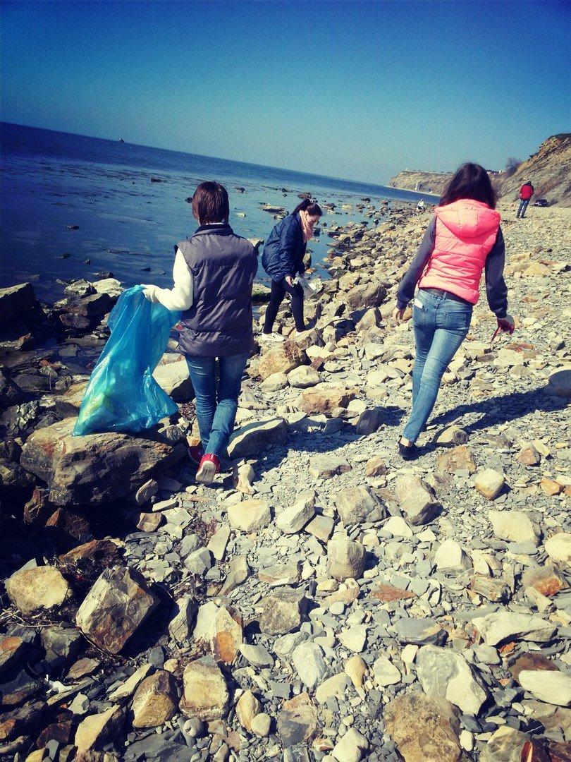 На пляже Анапы высадился экодесант (фото) - фото 1