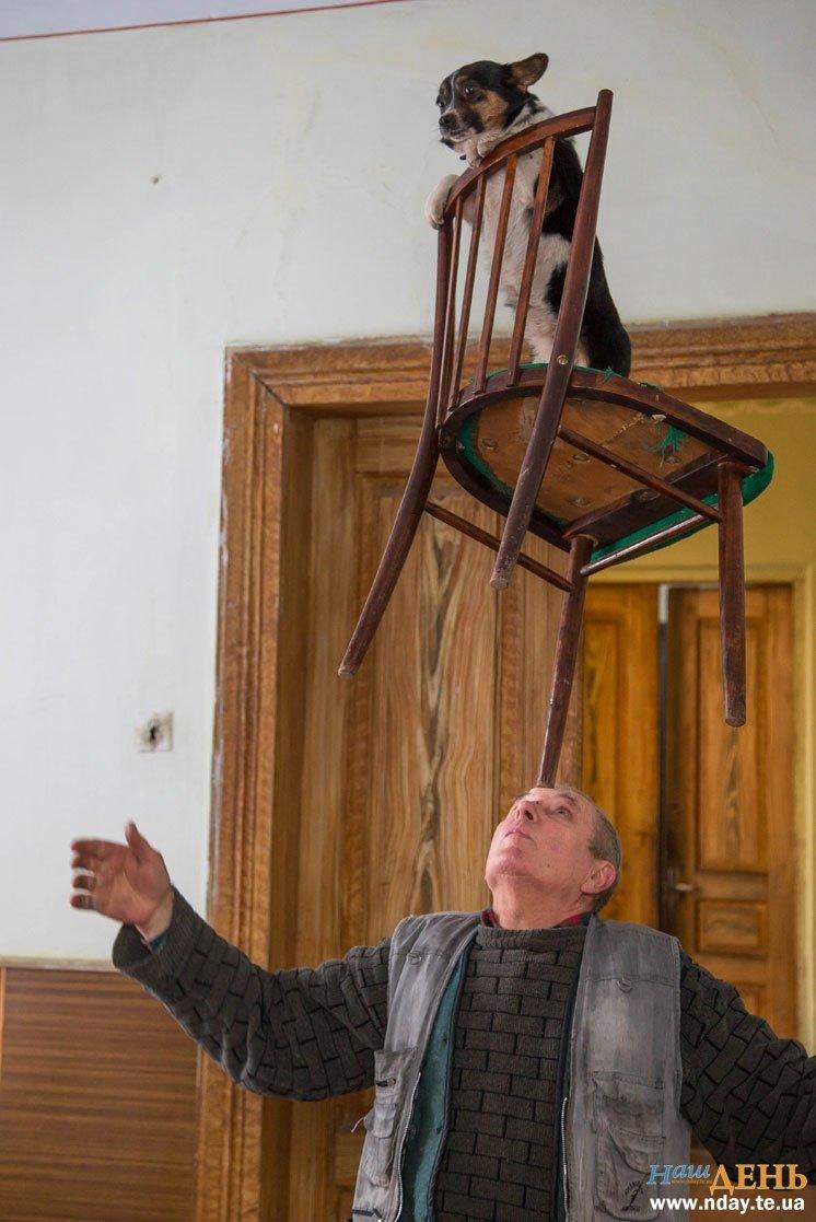 Вражаючі трюки з ножами і полум'ям: на Тернопільщині діє унікальний цирковий колектив (Фото), фото-8