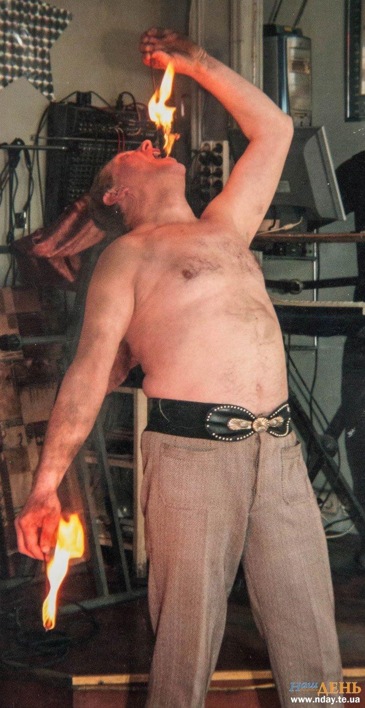 Вражаючі трюки з ножами і полум'ям: на Тернопільщині діє унікальний цирковий колектив (Фото), фото-3