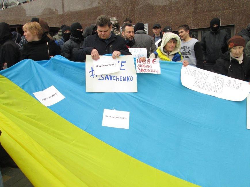 18516c5ab22f3a9cef0c3be776f17176 #FreeSavchenko: Штурм одеского консульства России и сожжение диктатора Путина