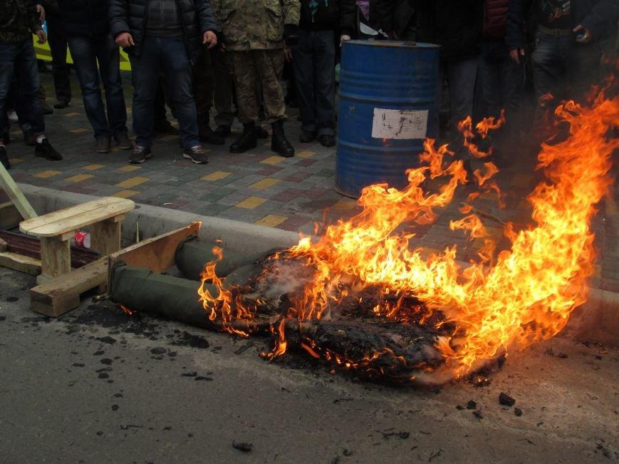 1d8fbdd4f4ec342599eca0078673789d #FreeSavchenko: Штурм одеского консульства России и сожжение диктатора Путина