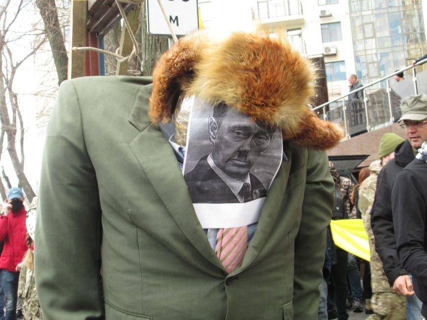 2b500c19a3c8255cfe13f370cffb2def #FreeSavchenko: Штурм одеского консульства России и сожжение диктатора Путина