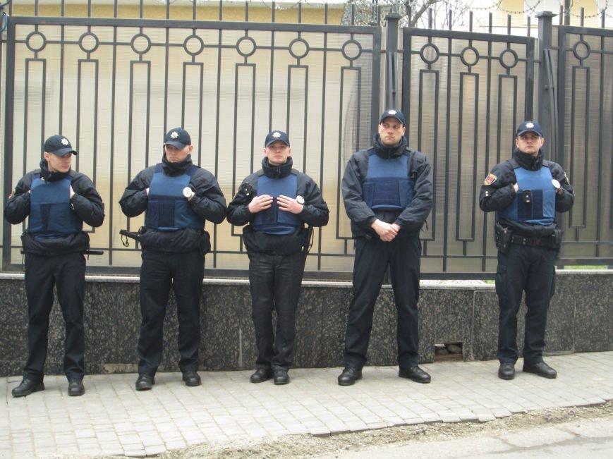 3549612889fa84a4333a48653c22aede #FreeSavchenko: Штурм одеского консульства России и сожжение диктатора Путина