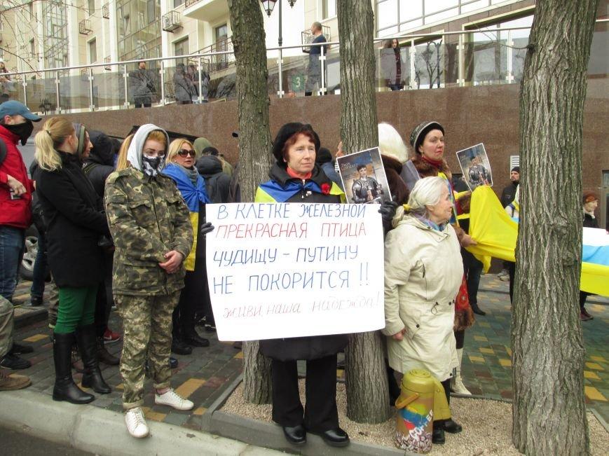 403a32e5761223e1655a3f3f465538ca #FreeSavchenko: Штурм одеского консульства России и сожжение диктатора Путина