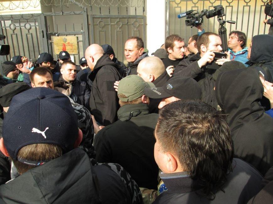 4e19f863b7208e57a7bfdfb13b0b0525 #FreeSavchenko: Штурм одеского консульства России и сожжение диктатора Путина