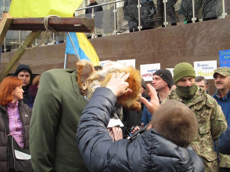 7eae50a39bf7201355f36f9171506f34 #FreeSavchenko: Штурм одеского консульства России и сожжение диктатора Путина