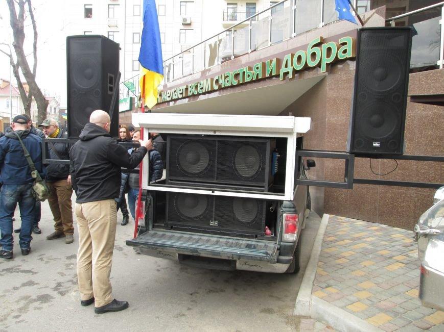 83e70ce6ef4d35065372b13a10e3ee70 #FreeSavchenko: Штурм одеского консульства России и сожжение диктатора Путина
