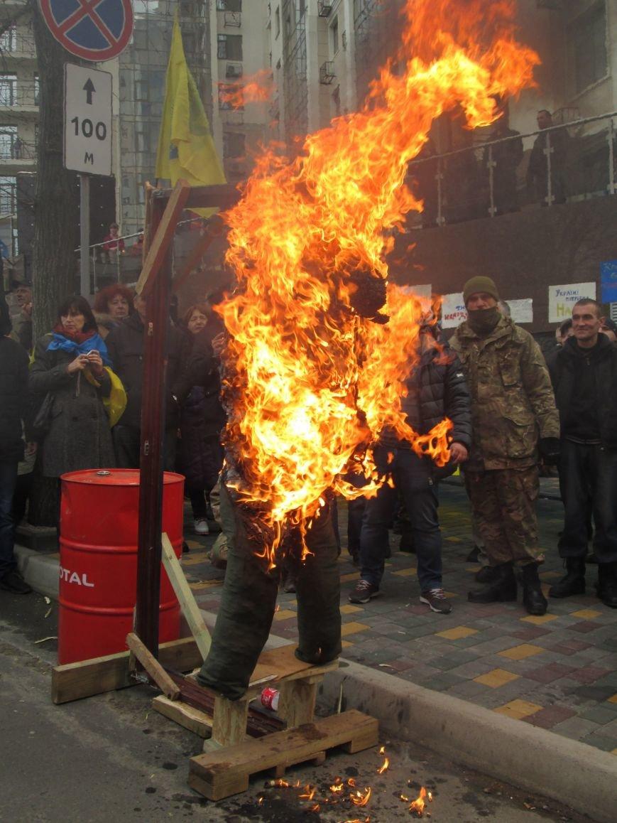 84d5a06cad38ab338dba9711a64abbd1 #FreeSavchenko: Штурм одеского консульства России и сожжение диктатора Путина