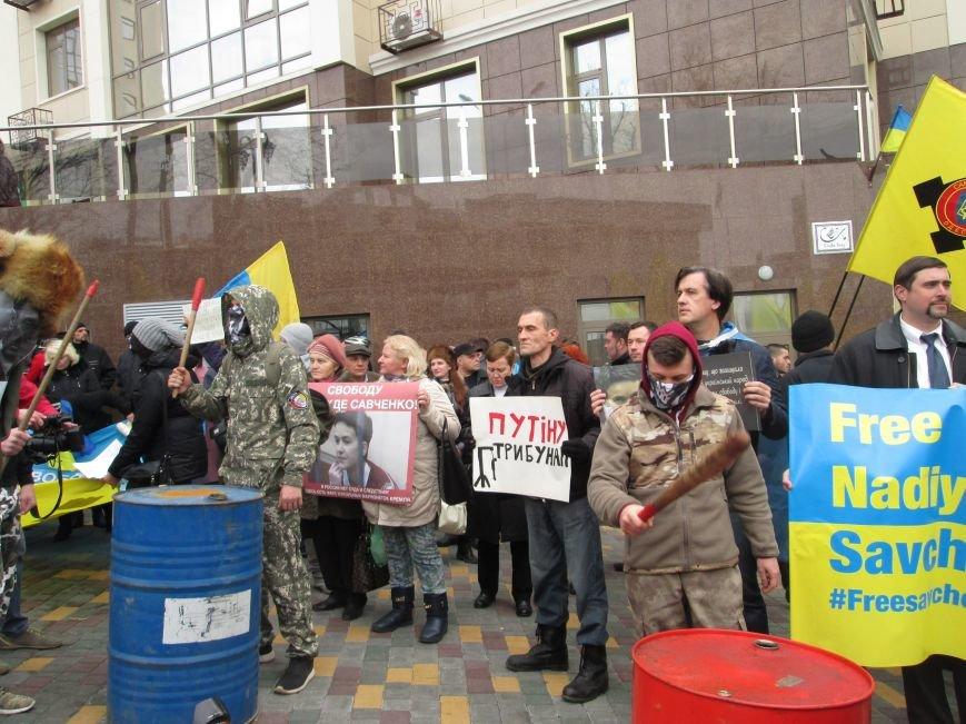 a66637d0bcc190b88dec1eac4e419224 #FreeSavchenko: Штурм одеского консульства России и сожжение диктатора Путина