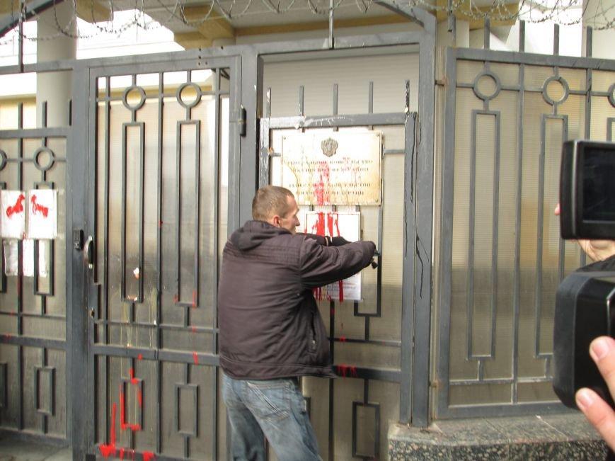 afae2945060977711fc3954599beff27 #FreeSavchenko: Штурм одеского консульства России и сожжение диктатора Путина