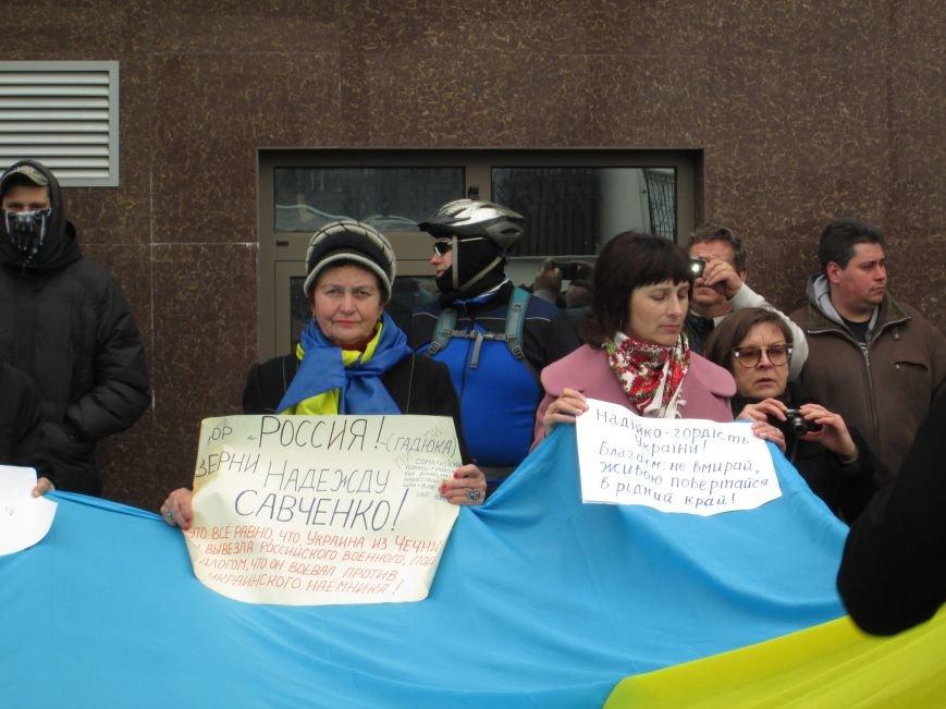 c0dc36437414d950acf7f75750b52cde #FreeSavchenko: Штурм одеского консульства России и сожжение диктатора Путина