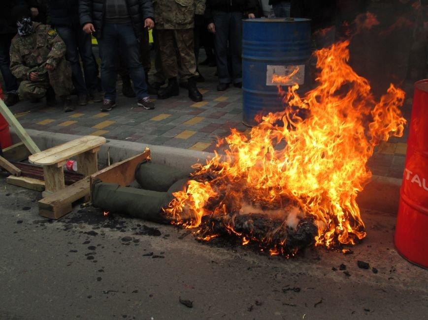 db5920572b9364f89634492d00432dd3 #FreeSavchenko: Штурм одеского консульства России и сожжение диктатора Путина
