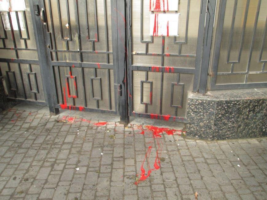 de2c2b2aac82f5f134a693391e878a98 #FreeSavchenko: Штурм одеского консульства России и сожжение диктатора Путина