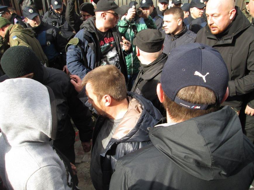 e55bcb5ee3ade10845c4b19d40f119a3 #FreeSavchenko: Штурм одеского консульства России и сожжение диктатора Путина
